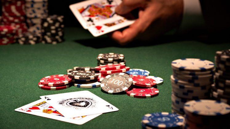 Mengapa harus mencoba game poker online gratis menghasilkan uang?